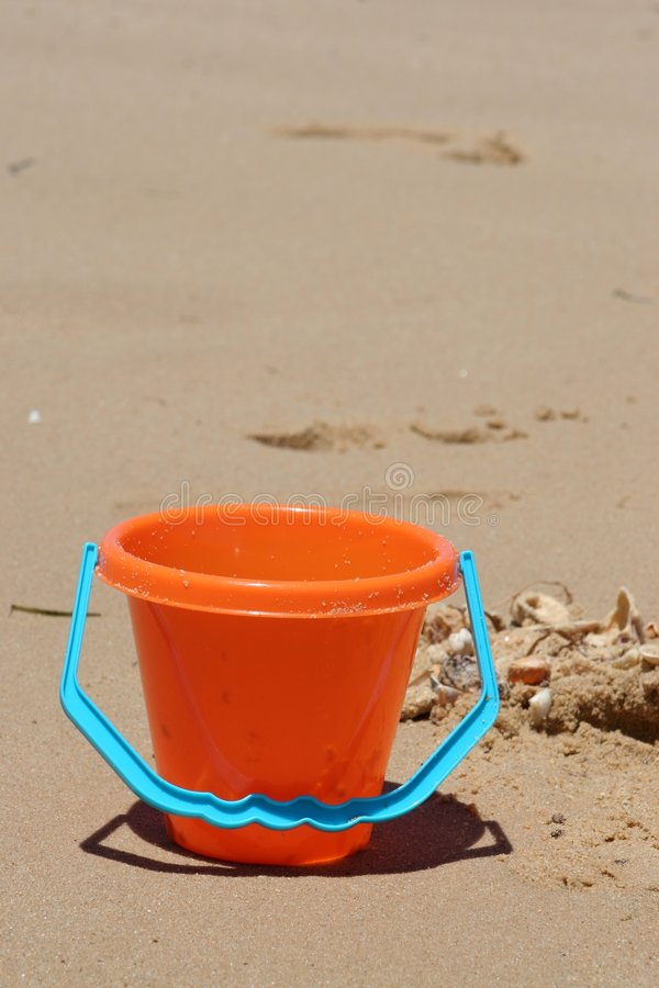 Download Bucket On Beach With Shells Royalty Free Stock Images - Image: 1580539