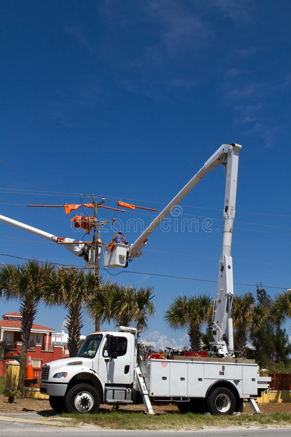 Free Bucket Truck Cherry Picker Royalty Free Stock Image - 27874506