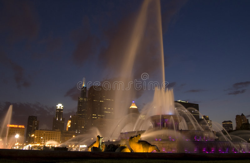 buckingham喷泉晚上 免版税库存照片