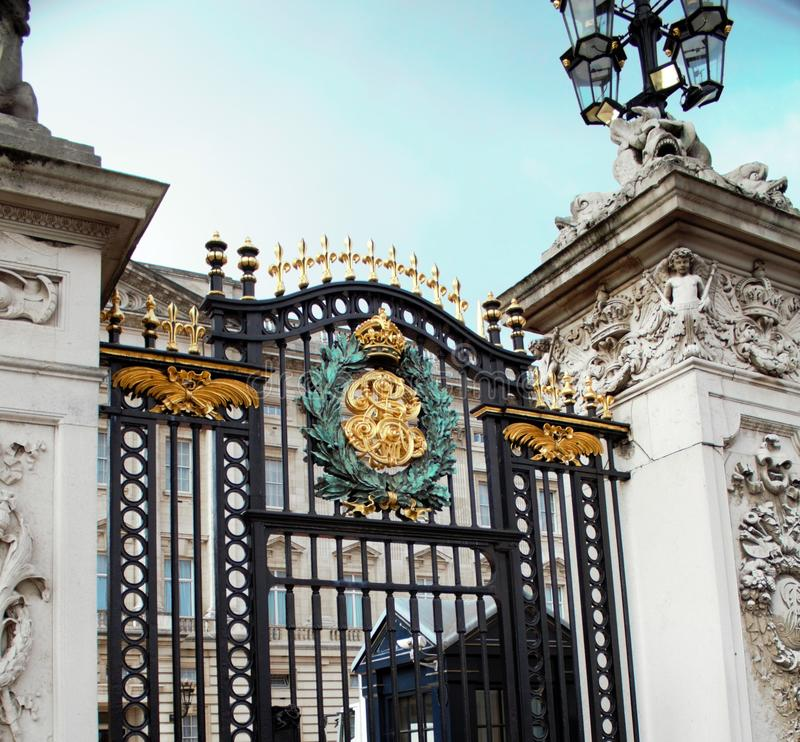 buckingham给宫殿装门 库存图片