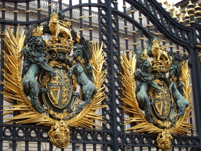 buckingham给宫殿装门 免版税库存图片