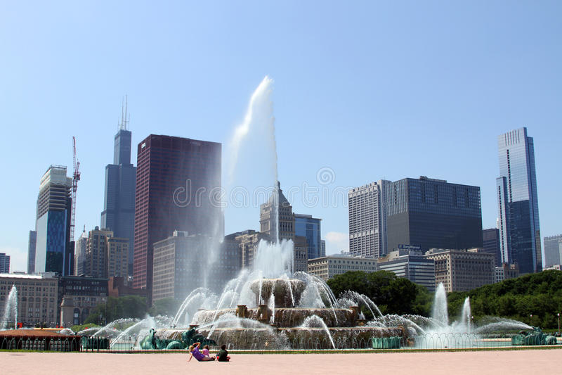 Download Buckingham Fountain editorial photography. Image of architecture - 20520217