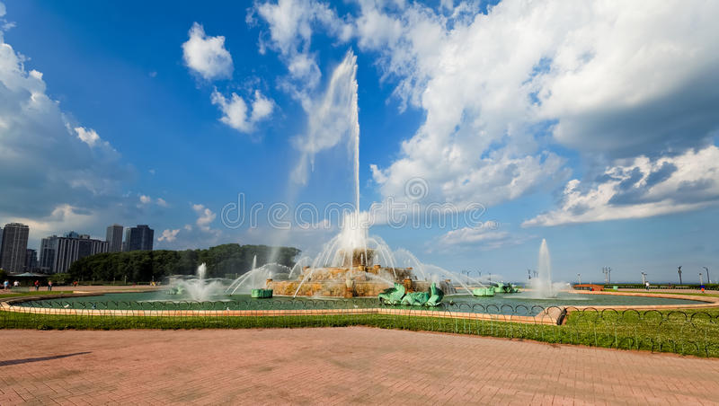 Download Buckingham Fountain In Grant Park, Chicago, USA. Stock Photo - Image: 33412500