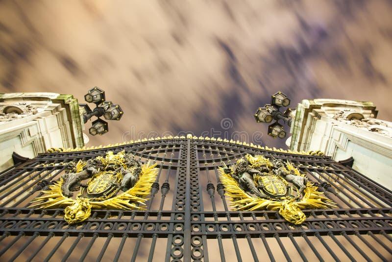 buckingham gates nattslotten royaltyfri fotografi