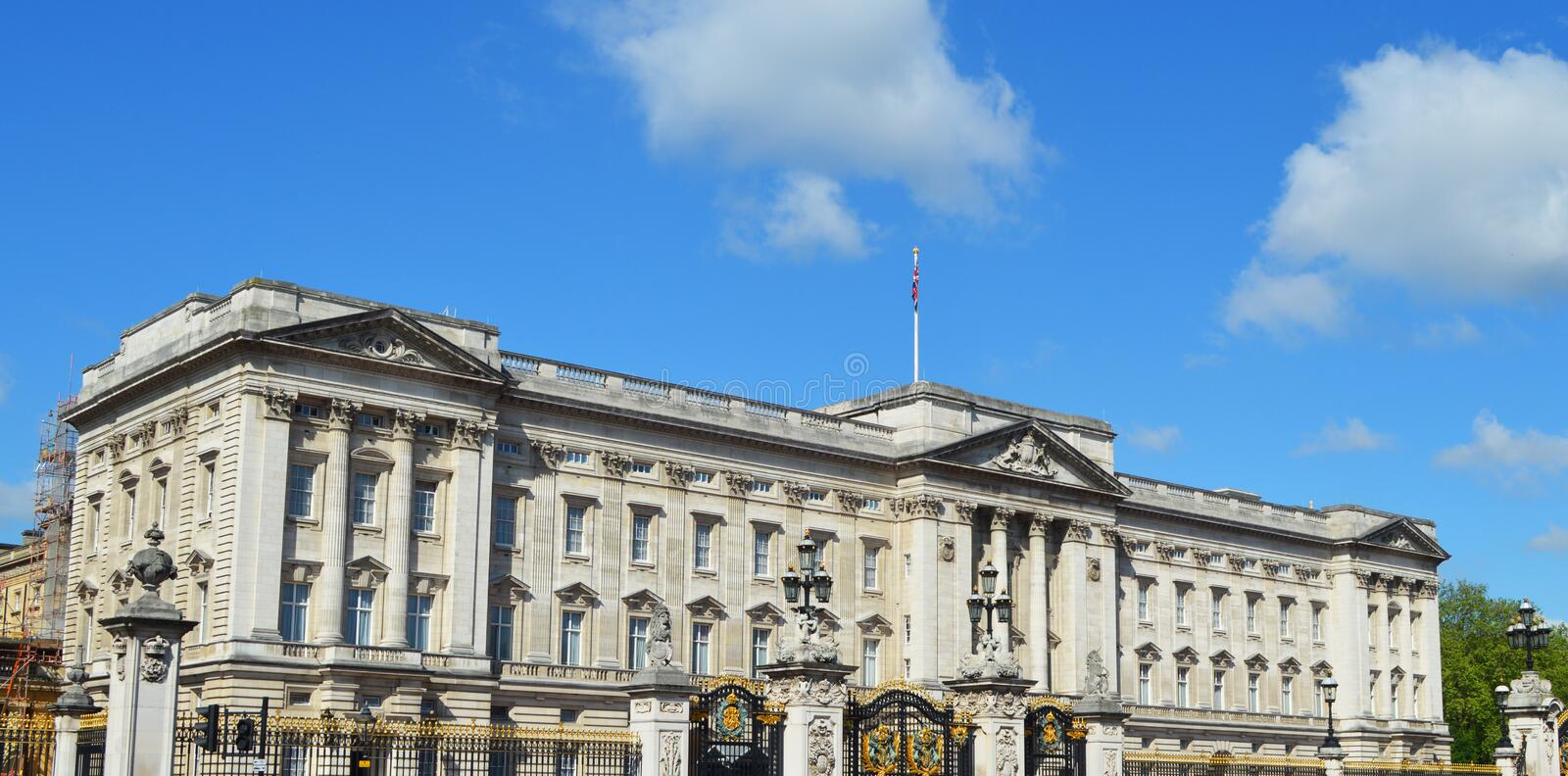 Buckingham Palace. In the city of london royalty free stock photography