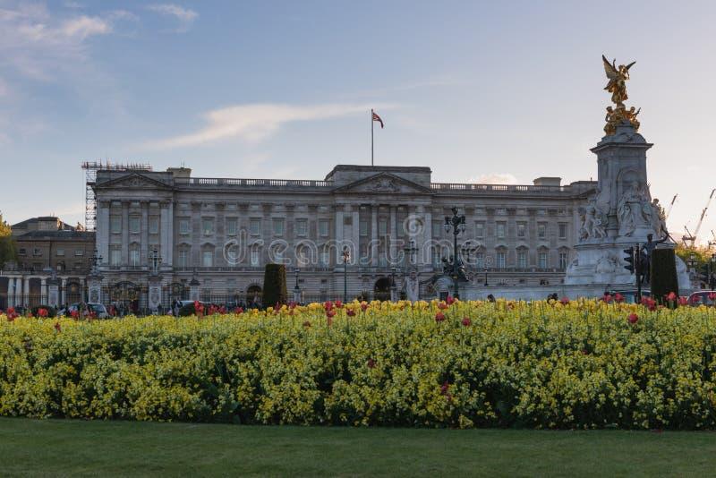 Buckingham Palace do resultado do conhecimento - Londres imagem de stock