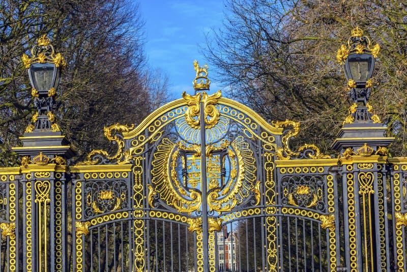 Buckingham Palace dourado Londres Inglaterra da porta de Canadá Maroto imagem de stock