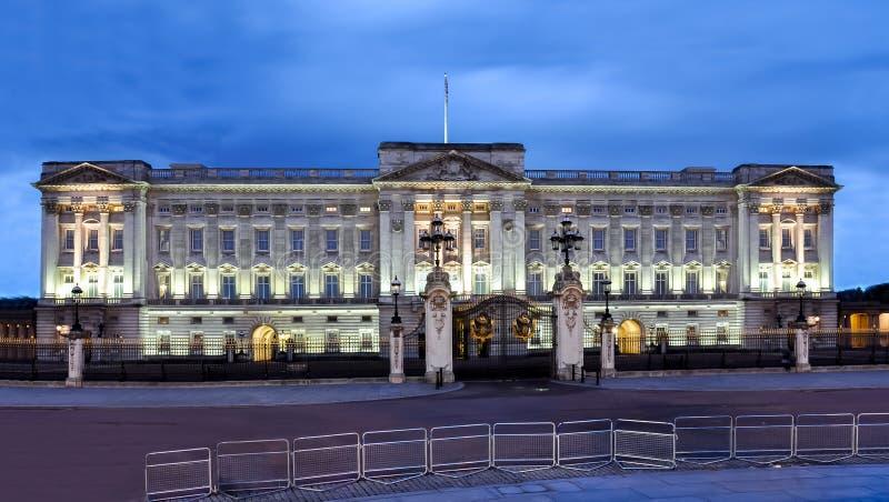 Buckingham Palace en la noche, Londres, Reino Unido fotografía de archivo