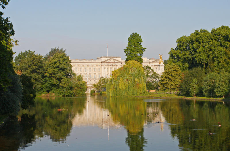 Buckingham Palace en Londres imagenes de archivo
