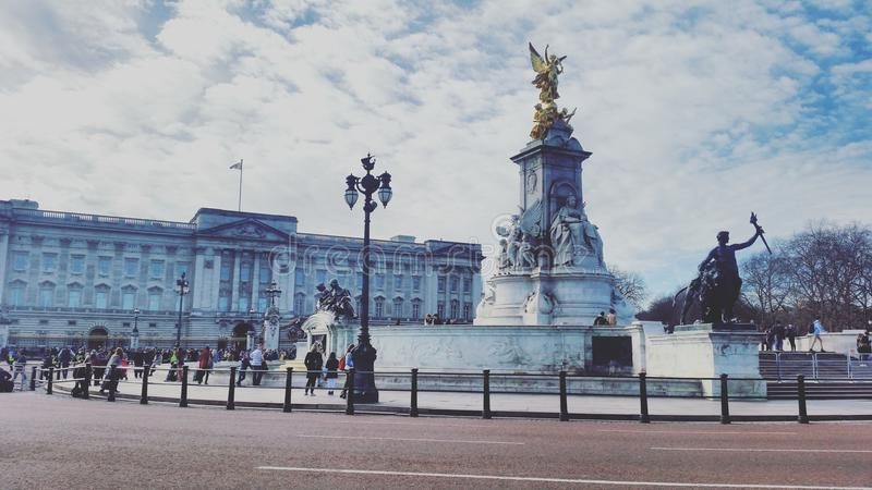Buckingham Palace. & x28;London& x29; and Victoria memorial statue royalty free stock photo
