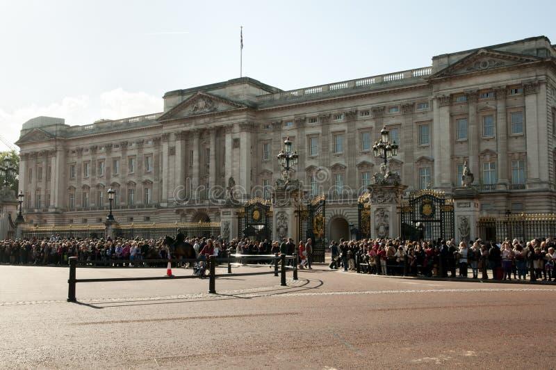 Buckingham Palace - Londra - il Regno Unito fotografia stock libera da diritti