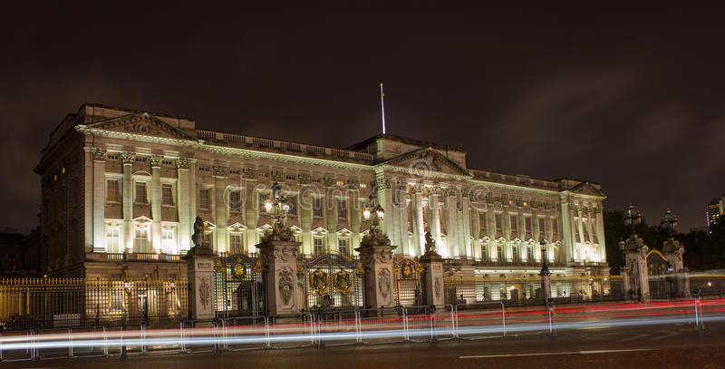 Download Buckingham Palace at night editorial stock photo. Image of facade - 35102448