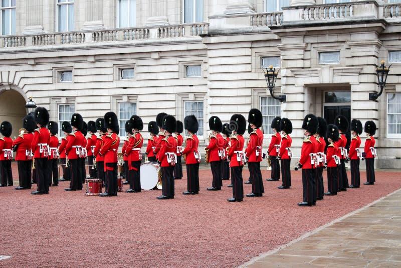 Buckingham Palace Zmieniać strażnik - Londyński wielkie wydarzenie obraz stock