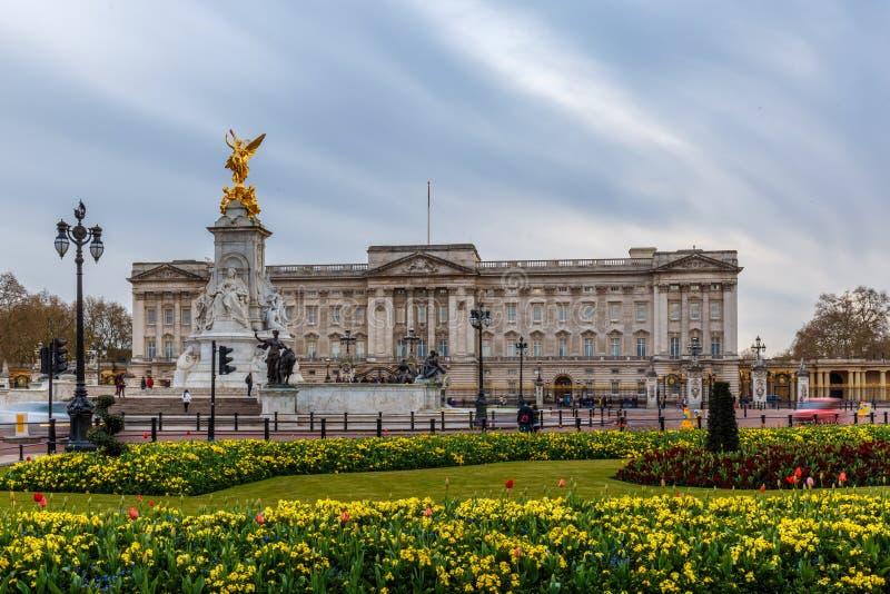 Buckinghampaleis in de lente, Westminster royalty-vrije stock fotografie
