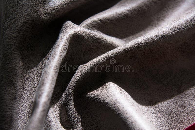 Buckligt tyg med textur som markeras av ljus royaltyfria bilder