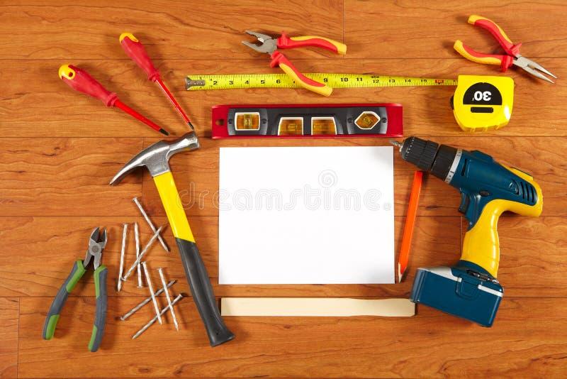 Budów narzędzia na drewnianej podłoga obrazy stock