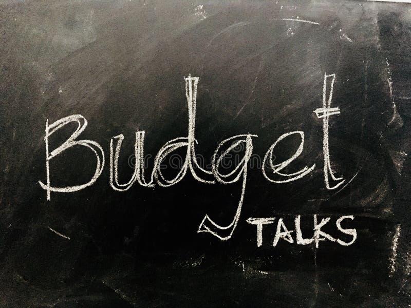 Budżet rozmowy Ręcznie pisany na Blackboard - Akcyjny wizerunek obraz stock