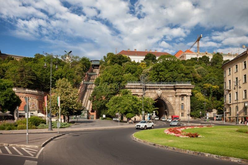 Buda隧道和城堡小山缆索铁路在布达佩斯 图库摄影