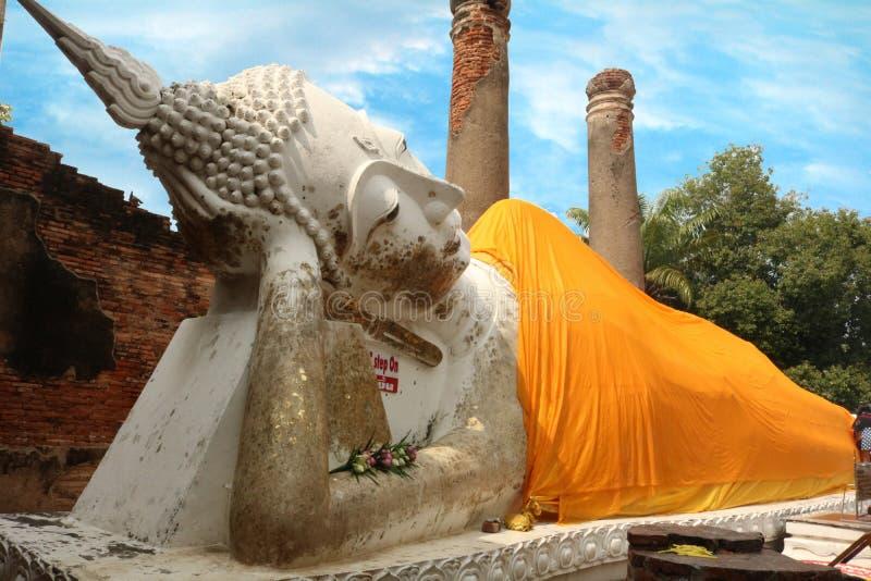 Buda branca de Wat Yai Chai Mongkol fotos de stock royalty free