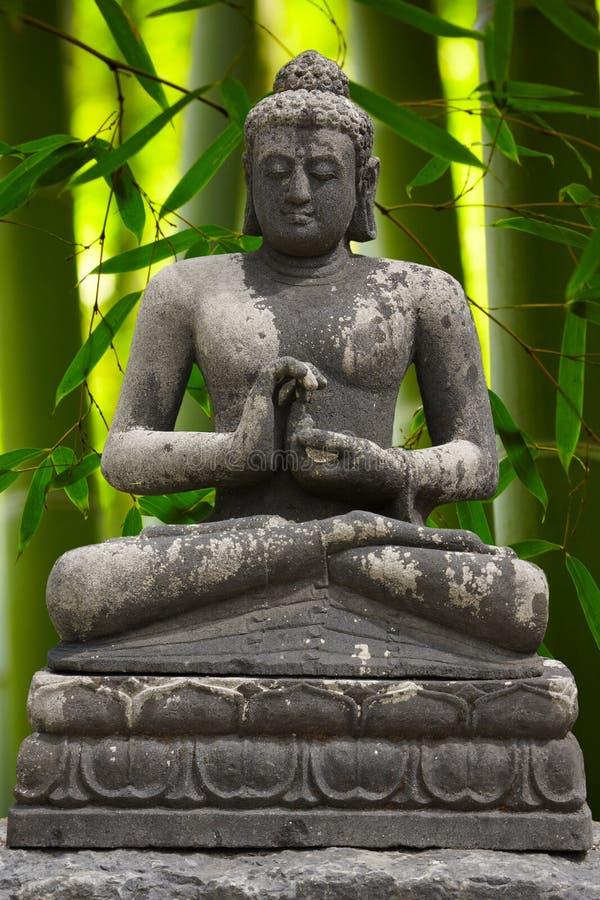 Buda com bambu fotografia de stock royalty free