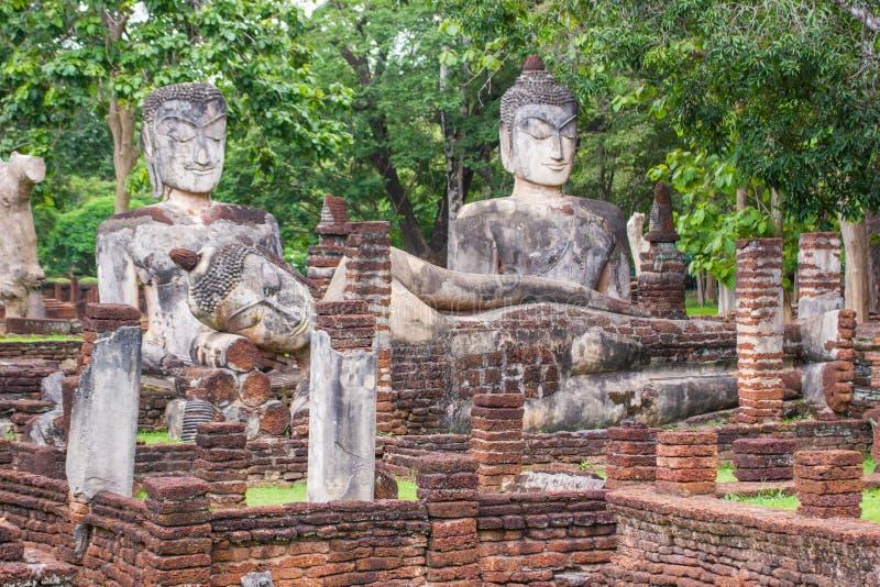 Buda de assento, templo de A na província de Kamphaeng Phet imagens de stock royalty free