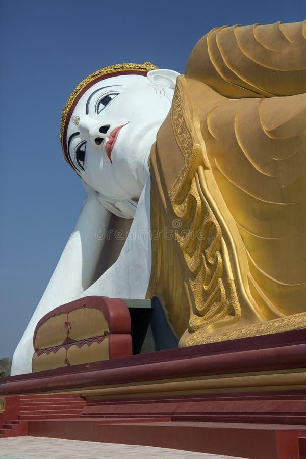 Buda de descanso - Laykyun Sekkya - Myanmar foto de archivo libre de regalías