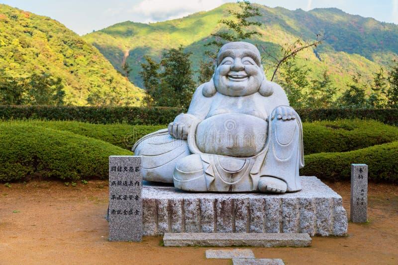 Buda de Kensenen do sorriso, no templo de Seiganto-ji, Wakayama, Japão imagens de stock royalty free