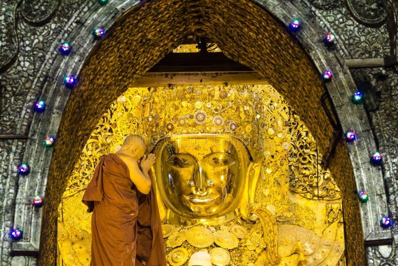 Buda de Mahamuni fotos de stock