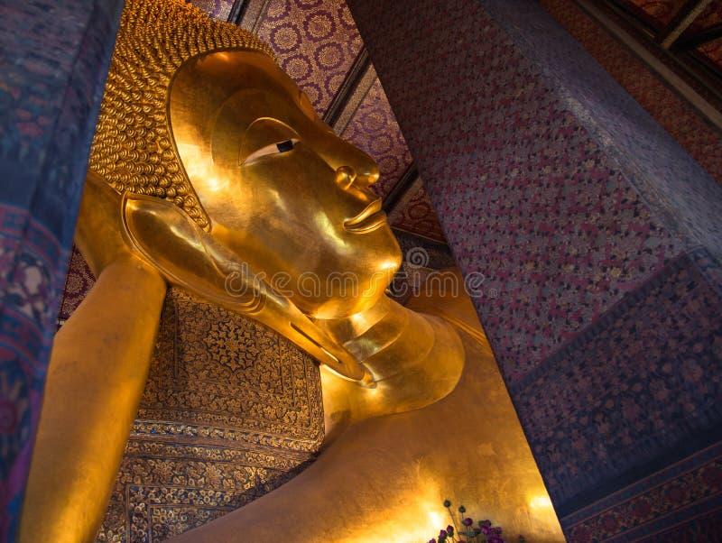 Buda de mentira en el templo de Tailandia foto de archivo libre de regalías