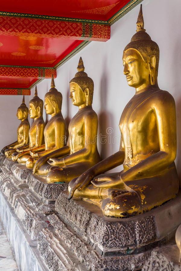 Buda de oro de descanso fotografía de archivo libre de regalías
