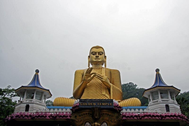 Buda de oro en dambullla fotos de archivo