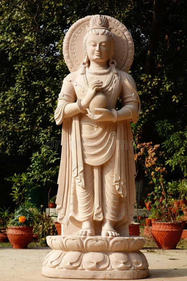 Buda de pedra elegante com embarcação imagens de stock
