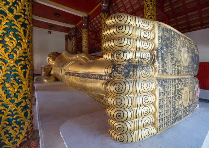 Buda de reclinação em Wat PongSanuk, Lampang fotografia de stock royalty free