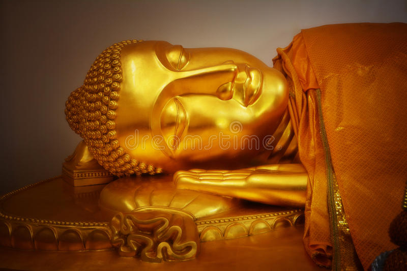 Buda do ouro do close up imagem de stock