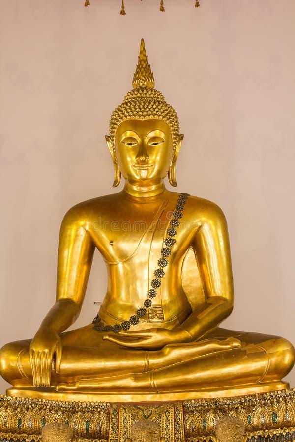 A Buda dourada é bonita que adoração dos budistas imagens de stock