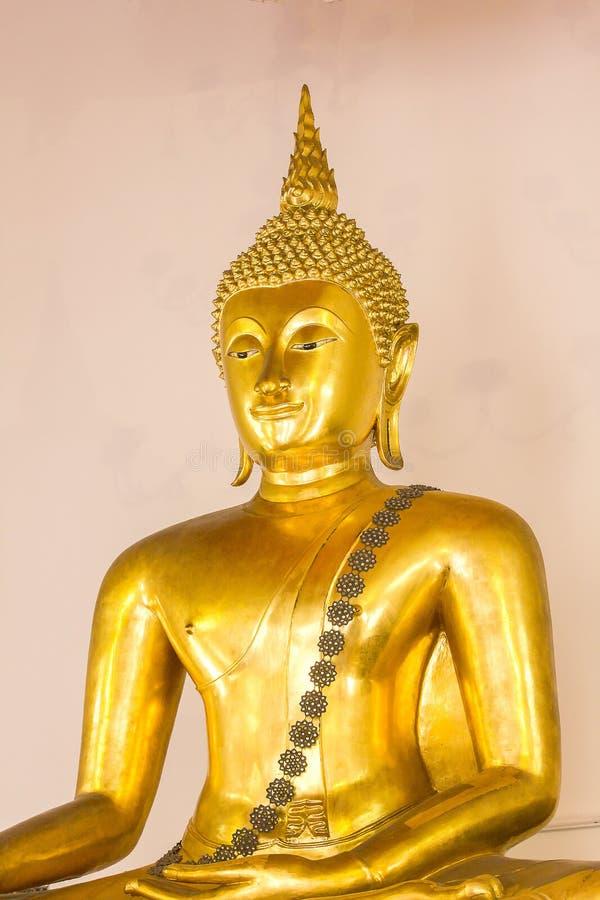 A Buda dourada é bonita que adoração dos budistas fotos de stock royalty free