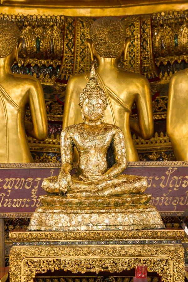 A Buda dourada é bonita que adoração dos budistas foto de stock