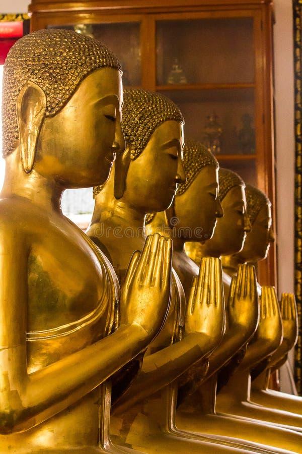 A Buda dourada é bonita que adoração dos budistas fotografia de stock