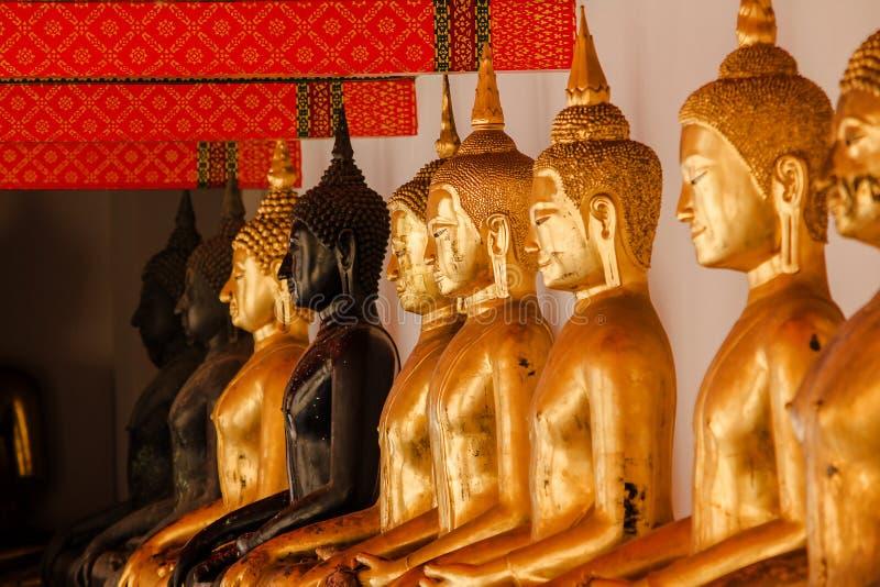 A Buda dourada é bonita que adoração dos budistas fotografia de stock royalty free