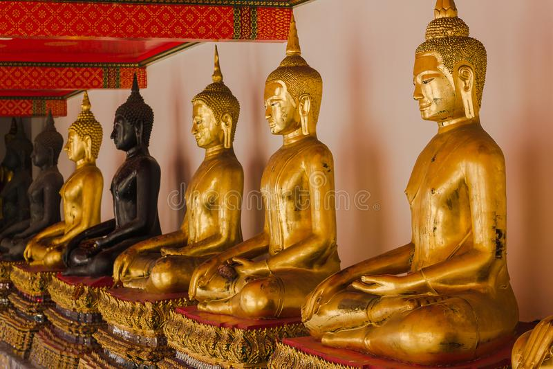 A Buda dourada é bonita que adoração dos budistas fotos de stock