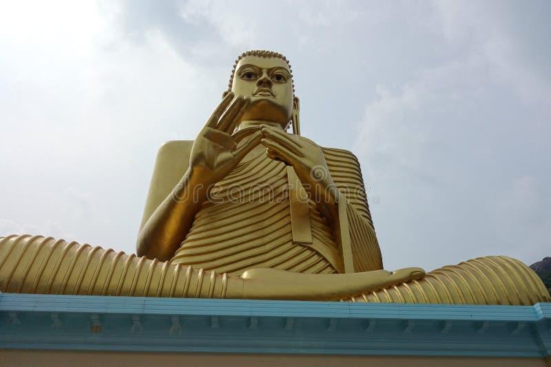 Buda dourada gigante em Dambulla fotografia de stock