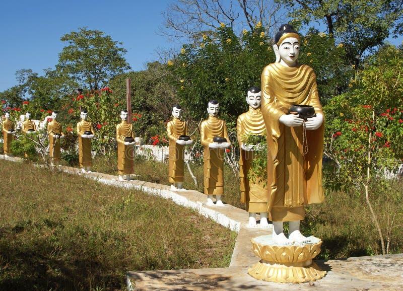 Buda e seus seguidores, Myanmar imagens de stock