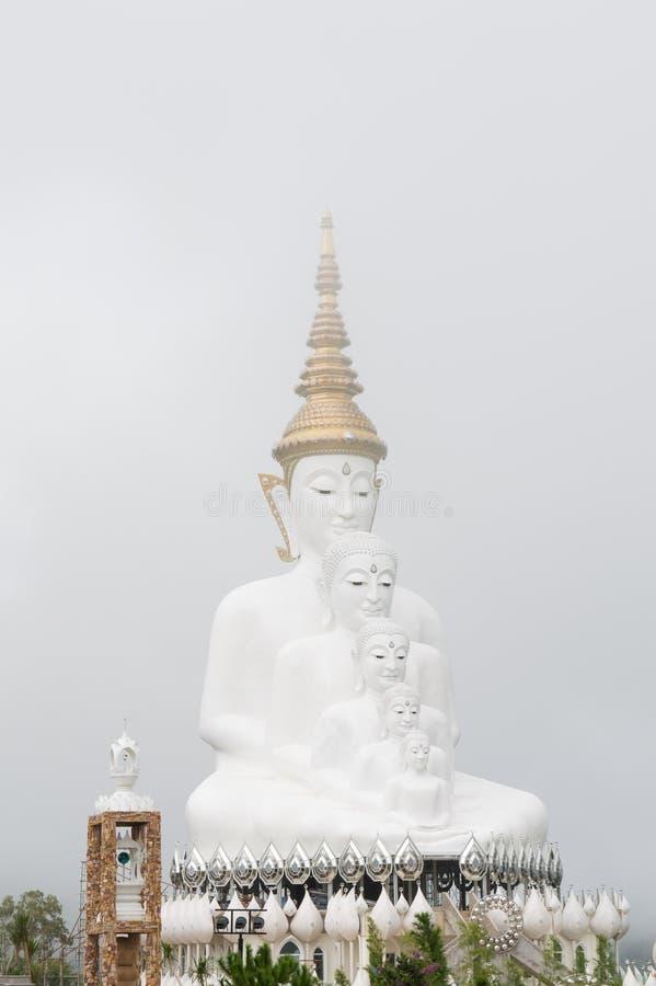 Buda en la niebla fotos de archivo