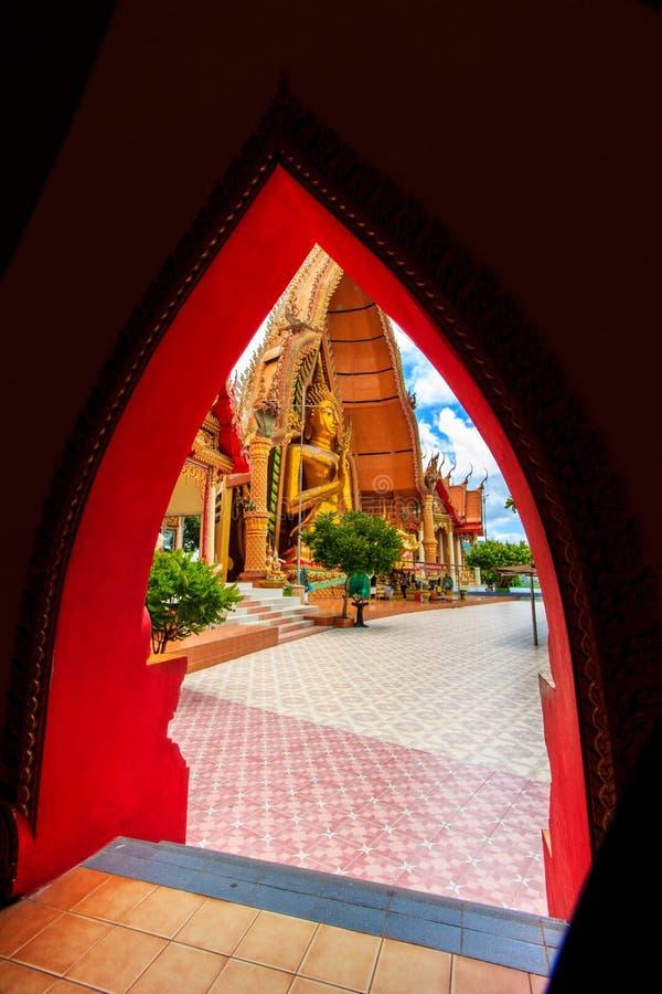 BUDA en Wat Tham Sua imagen de archivo libre de regalías