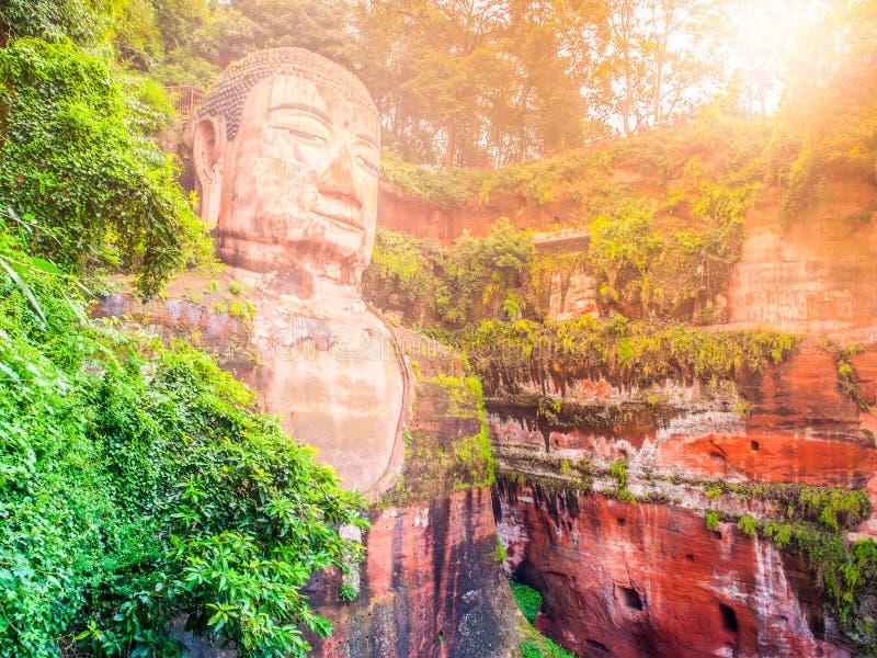 Buda gigante, Dafo, em Leshan, província de Sichuan, China foto de stock