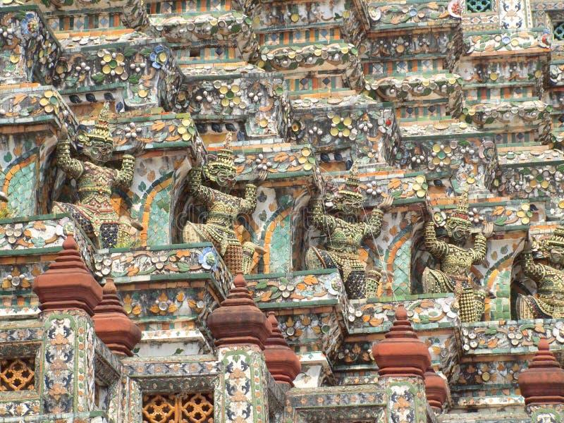 Buda gigante en la pagoda de Wat Arun imagen de archivo