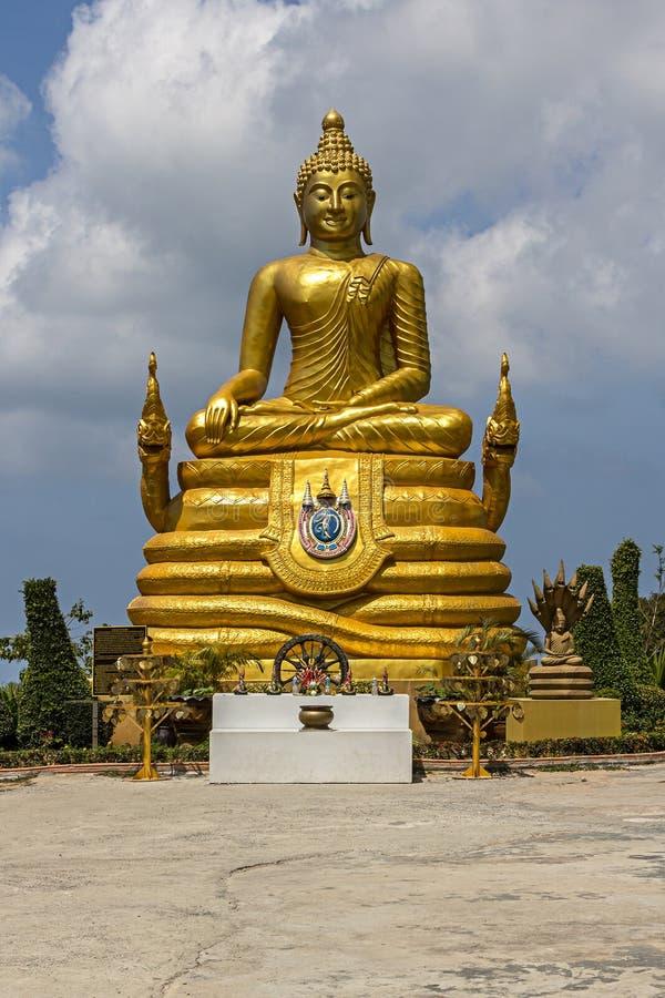 Buda grande en la isla de Phuket, Tailandia foto de archivo