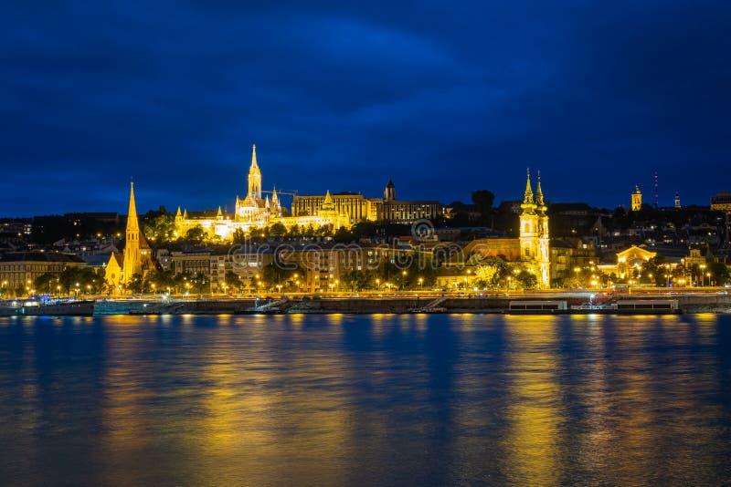 Buda hill och Matthias kyrka i Budapest fotografering för bildbyråer