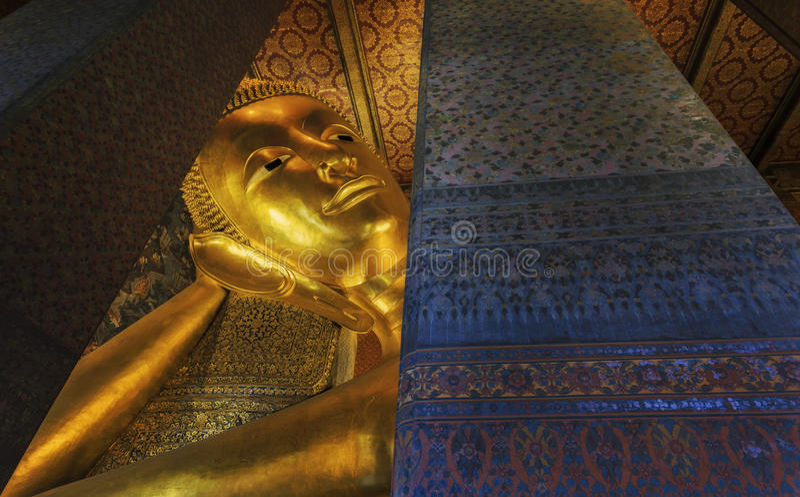 Buda no pho do wat em Banguecoque imagens de stock