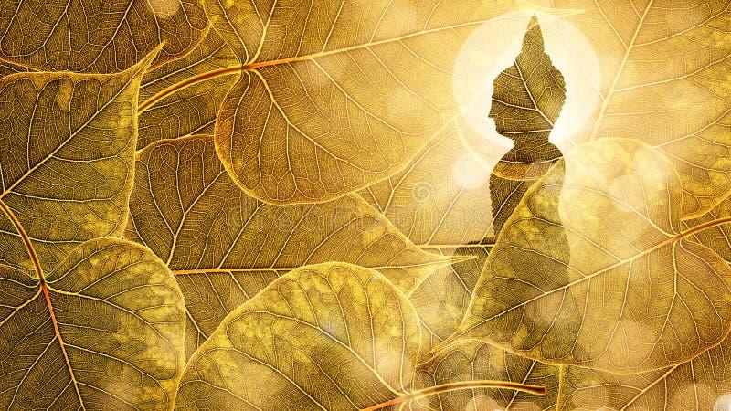 Buda se sienta en la exposición doble o el silhouet del fondo del boleaf del oro fotos de archivo